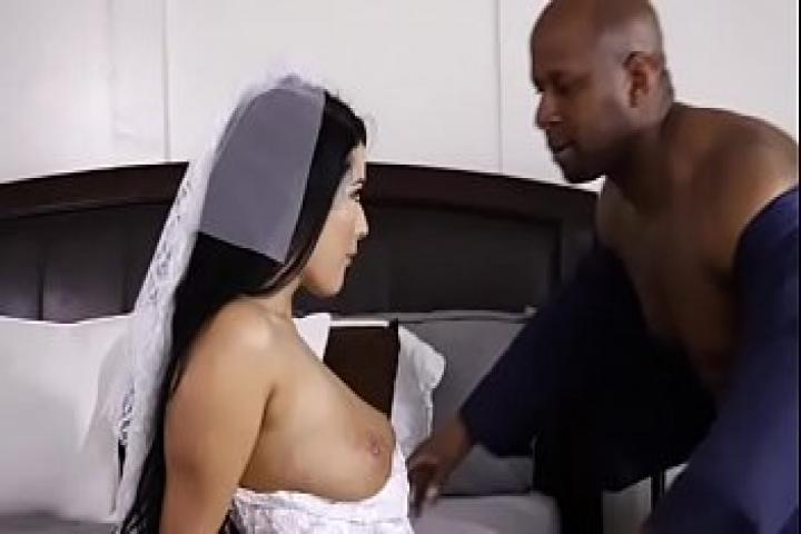 Подборка роликов измен жён с неграми сразу после церемонии бракосочетания