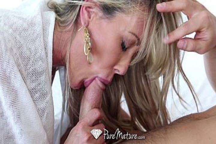 Сексуальная зрелка Брэнди Лав трахается с Джонни Каслом