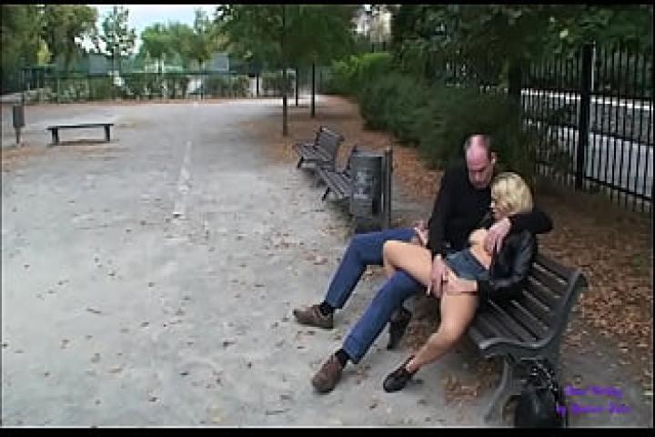 Семейная пара эксбецианистов ебутся в парке