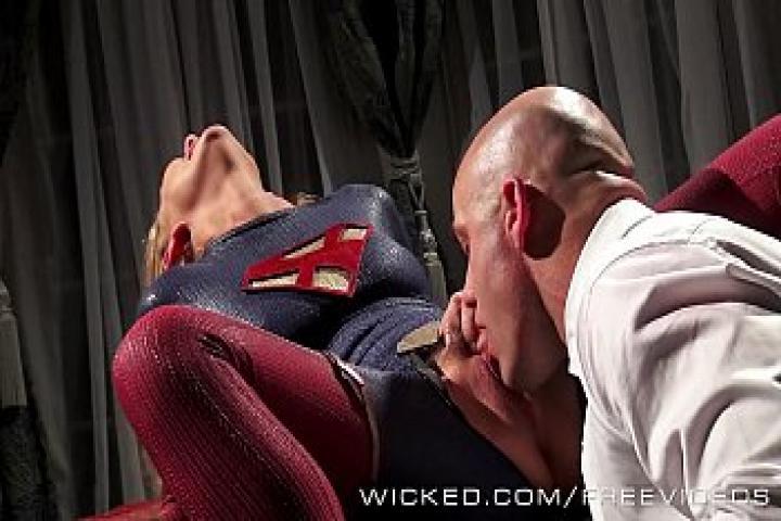 Злой Лекс жестко трахает супердевочку